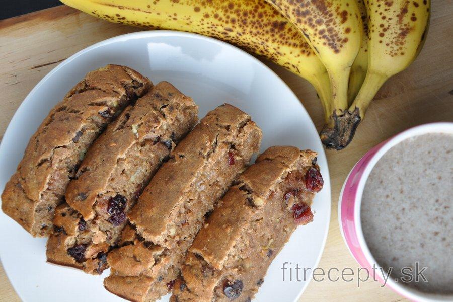 Vláčny, zdravý banánový chlieb bez cukru a tuku