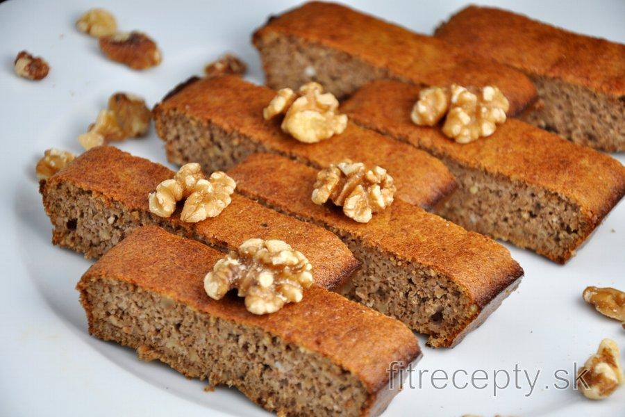 Jednoduchý, zdravý, orechový koláč bez múky z 3 ingrediencií