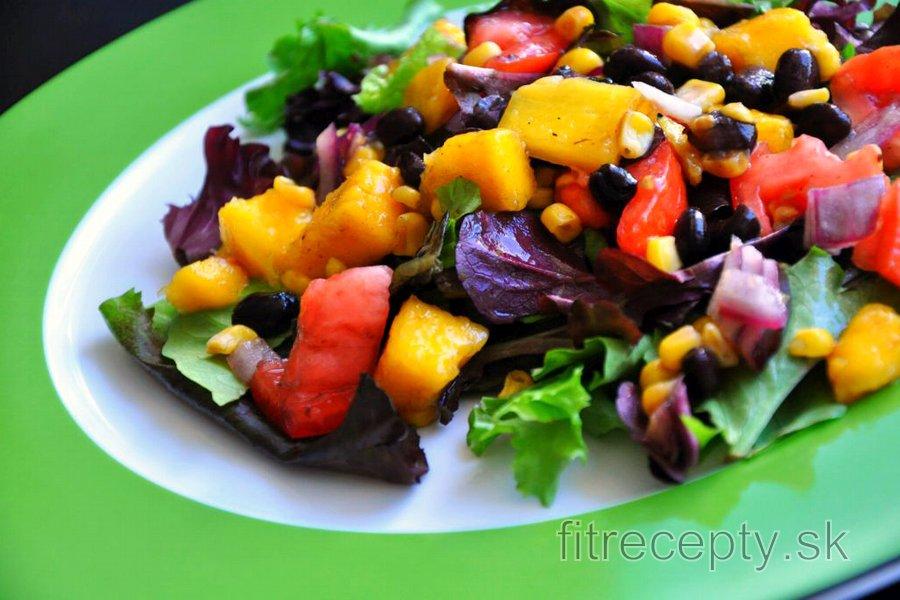 Svieži fazuľovo zeleninový šalát s mangom