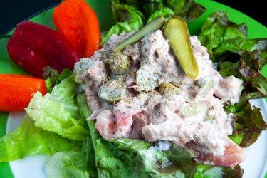Tuniakovo-uhorkový fitness šalát s horčicou