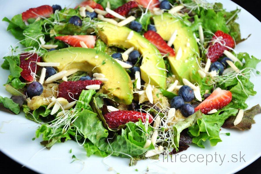 Super zeleninovo-ovocný šalát s pomarančovým dressingom