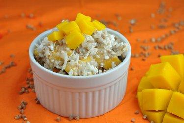 Pohánkový, kuskusový alebo quinoový šalát s mangom