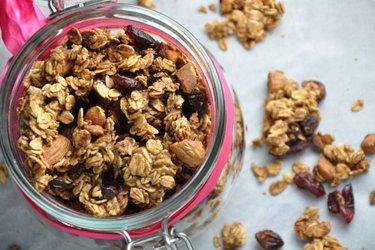 Chrumkavé zapekané musli (granola) z ovsených vločiek