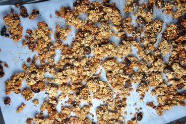 Chrumkavé zapekané musli (granola) z ovsených vločiek, pohánky a quinoy