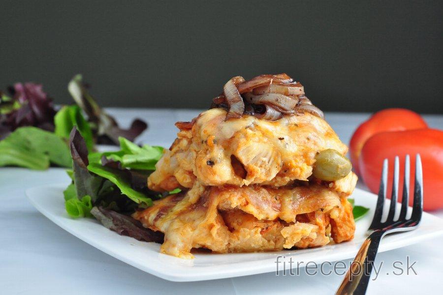 Karfiolový nákyp s kuracím mäsom a balzamikovou cibuľou