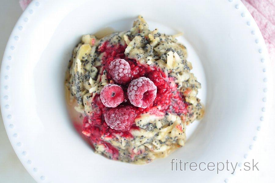 Ovocie s chrumkavým makom - jednoduché a zdravé raňajky bez výčitiek
