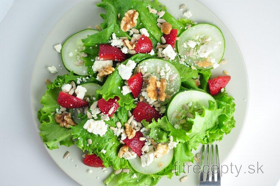 Jahodový šalát s gorgonzolou