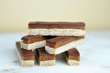 Zdravé karamelovo-čokoládové tyčinky