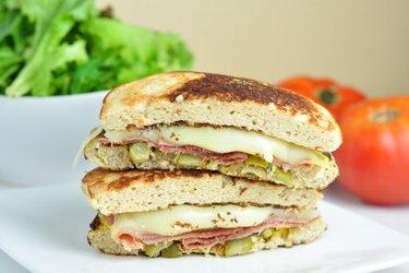 Nízkosacharidový kubánsky sendvič