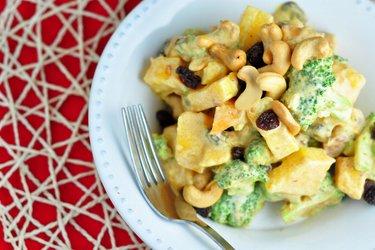 Brokolicovo-mangový šalát