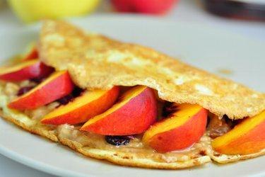 Omeletová placka s ovocím