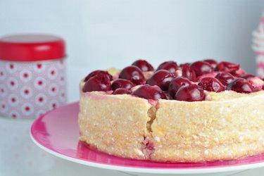 Krupicovo-tvarohový koláč s čerešňami