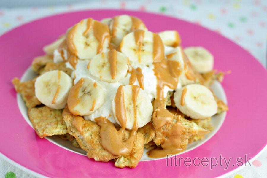Fit ovsený trhanec s banánom, tvarohom a arašidovým maslom