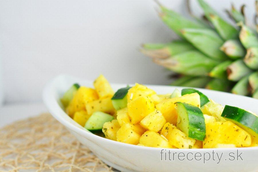 Svieži ananásovo-uhorkový šalát