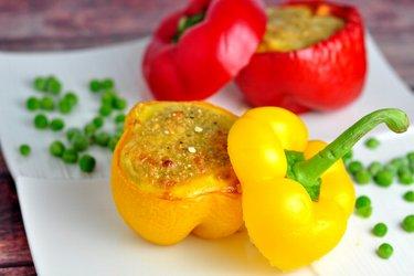 Zapečené vajíčka s quinoou v paprike