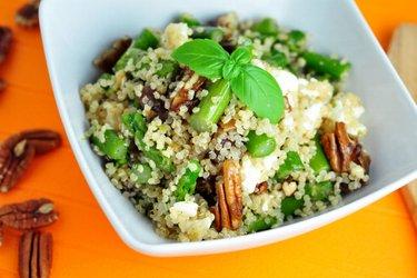 Pestrý quinoový šalát