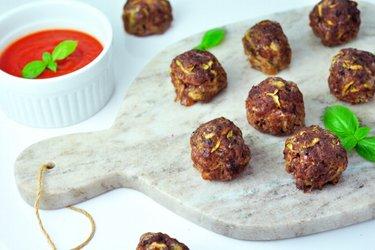 Pečené cuketovo-mäsové guľky