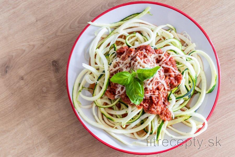 "Fit cuketové ""špagety"" s tuniakovou omáčkou"