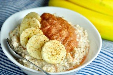 Chia ryža v mlieku s ovocným pyré a banánom
