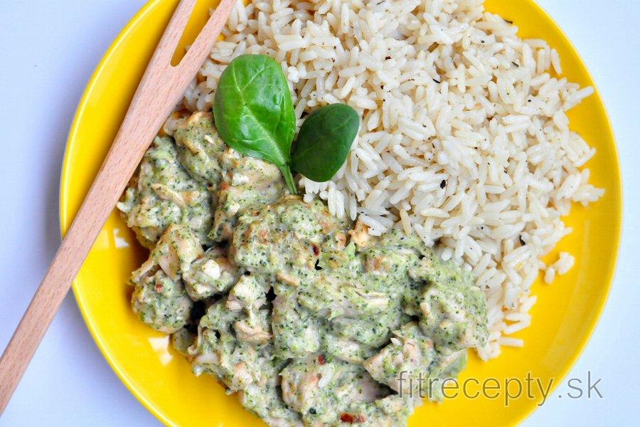 Fitness kuracie soté s brokolicovo-nivovou omáčkou