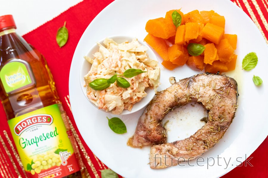 Vianočný kapor s batátmi a coleslaw šalátom