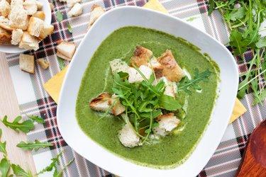 Krémová brokolicovo-špenátová polievka