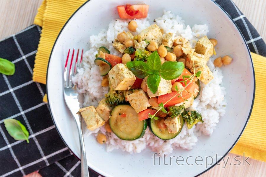 Zeleninová panvička s kokosovým mliekom a ryžou