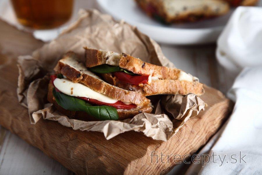 Fit caprese panini - zapekané toasty