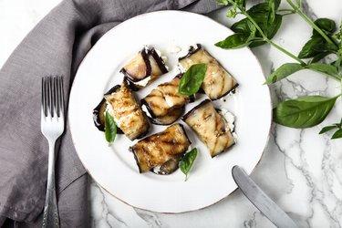 Fit grilované baklažánové rolky s feta plnkou
