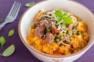 Hovädzie na hrášku a horčici so sladkými zemiakmi
