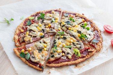 Jednoduchá fitness pizza z tvarohu a ovsených vločiek