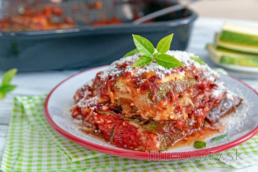 Zapekané baklažánové a cuketové plátky v paradajkovo-syrovej omáčke
