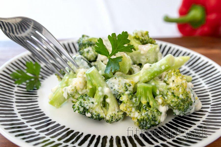 Jednoduchá brokolica s bryndzou a cesnakom