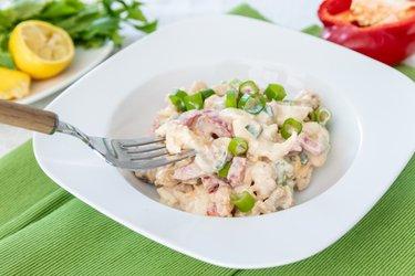 Karfiolovo-vajíčkový šalát so zeleninou