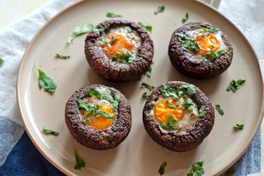 Zapekané šampiňóny Portobello s vajíčkom