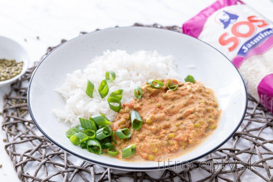 Mungo fazuľky v exotickej paradajkovej omáčke s jazmínovou ryžou