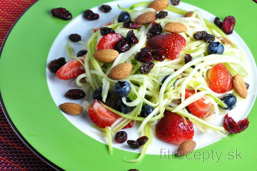 Cuketovo-ovocný šalát s limetkovým dressingom